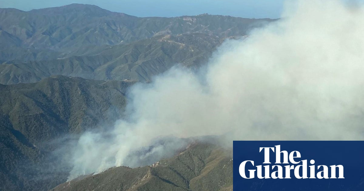 'Fire monks' preparing to defend California monastery from blaze