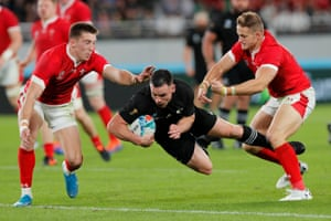 Ryan Crotty touches down to score New Zealand's fifth try.