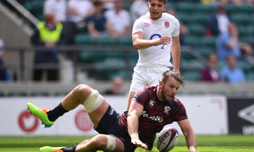 Cam Dolan scores for the USA after charging down a kick from Harry Randall of England