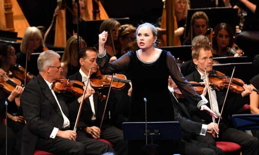 Elena Maximova with the BBC Symphony Orchestra, conducted by Semyon Bychkov