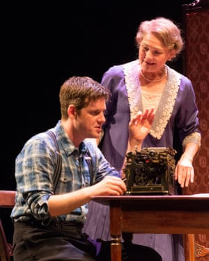 Michael Esper and Cherry Jones in a 2016 production of The Glass Menagerie at King's theatre, Edinburgh.