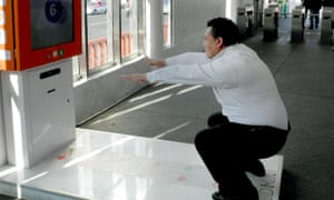 The city has introduced a machine that rewards squats with tickets for the metro.