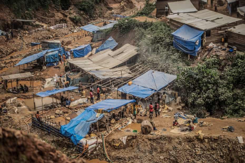 Mines and huts in Kamituga.