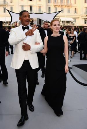 Will Smith and Jessica Chastain arrive at the amfAR Gala Cannes 2017 at Hotel du Cap-Eden-Roc on May 25, 2017 in Cap d'Antibes, France.