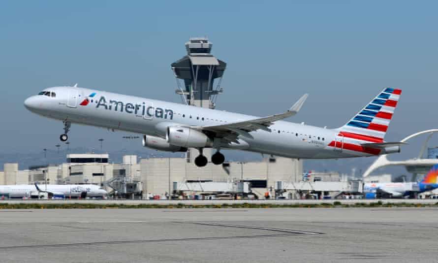 Airbus A321 spoločnosti American Airlines štartujúci z medzinárodného letiska v Los Angeles