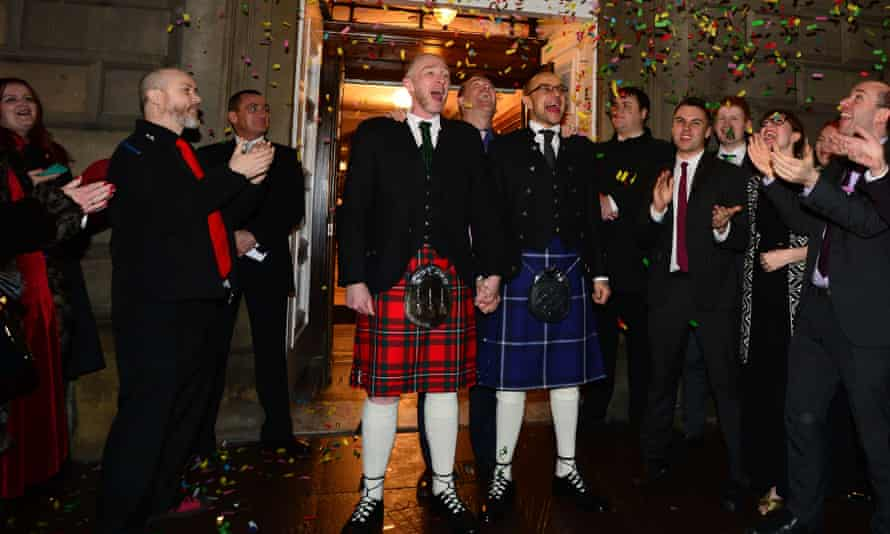 A gay couple in Glasgow become one of the first to marry following the legalisation of same-sex marriage in Scotland.