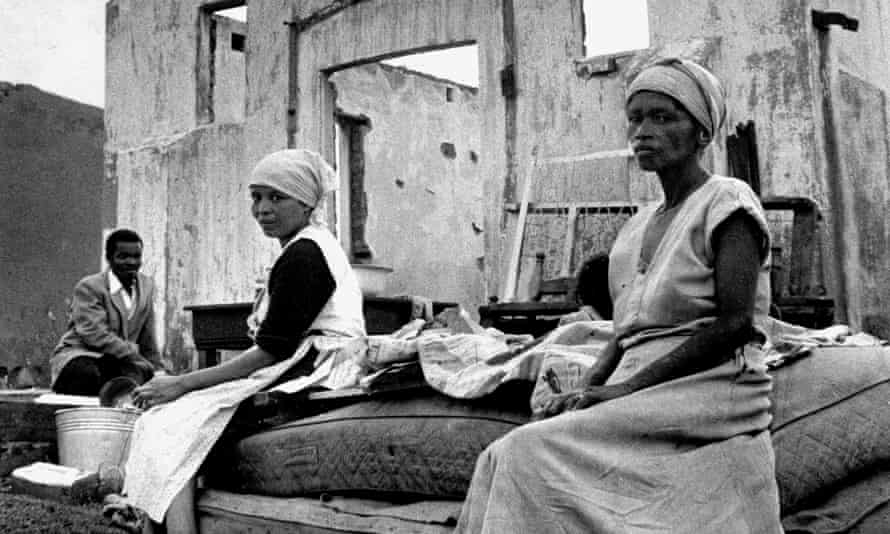 Waiting for the Trucks, Sophiatown, 1959: people whose houses have been demolished before their forced removal to Meadowlands, Soweto.