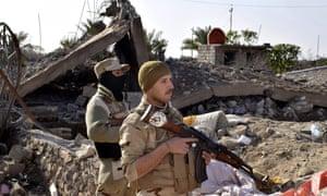 Iraqi soldiers advancing in northern Ramadi