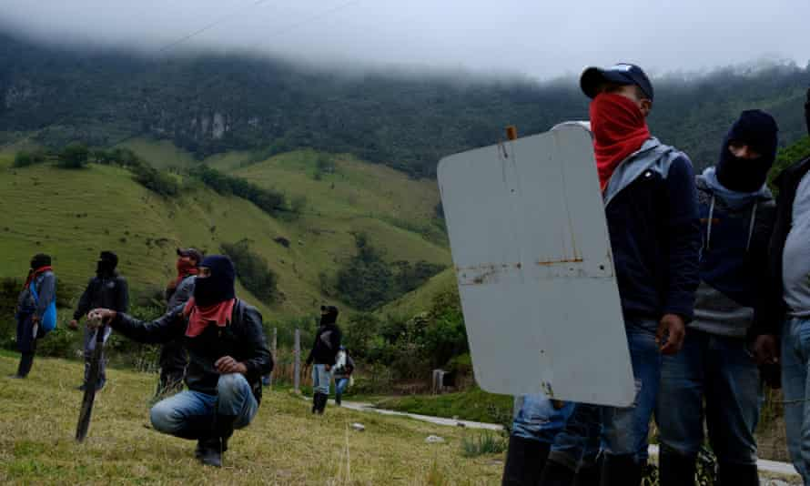 Kokonuko indigenous community confront riot police