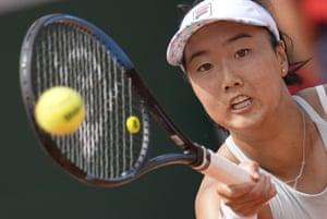 Ann Li plays a return to Elina Svitolina.