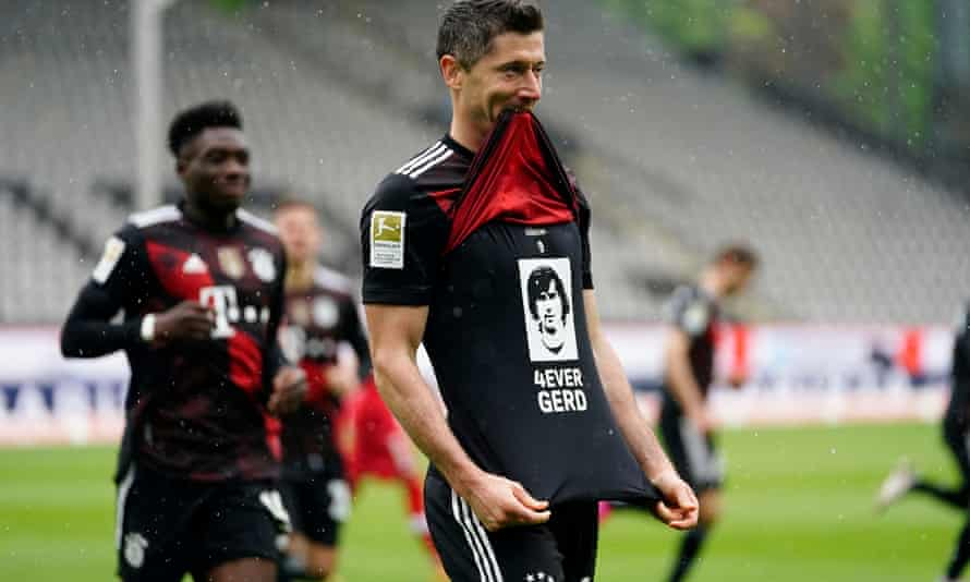 robert lewandowski equalled gerd muller's tally of 40 league goals and paid tribute to der bomber.