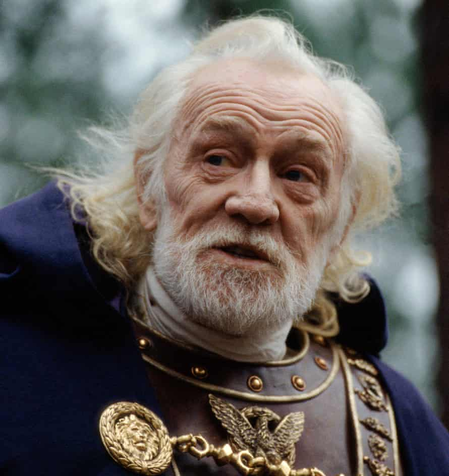 Richard Harris as Marcus Aurelius in Ridley Scott's Gladiator (2000).