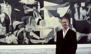 Historian Simon Schama in front of Picasso's painting Guernica.