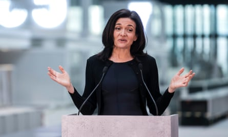 sheryl sandberg addresses a press conference in paris in january 2017