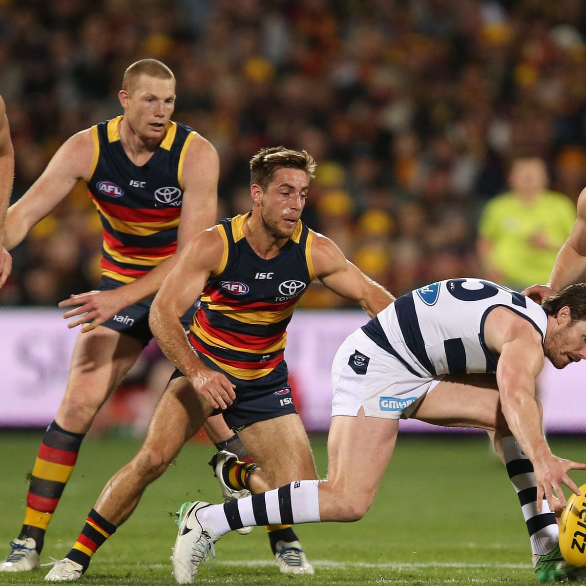 Adelaide Crows Overcome Geelong Cats To Stay On Top Of Afl Ladder Afl The Guardian
