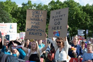 Anti-Trump protest near Buckingham Palace