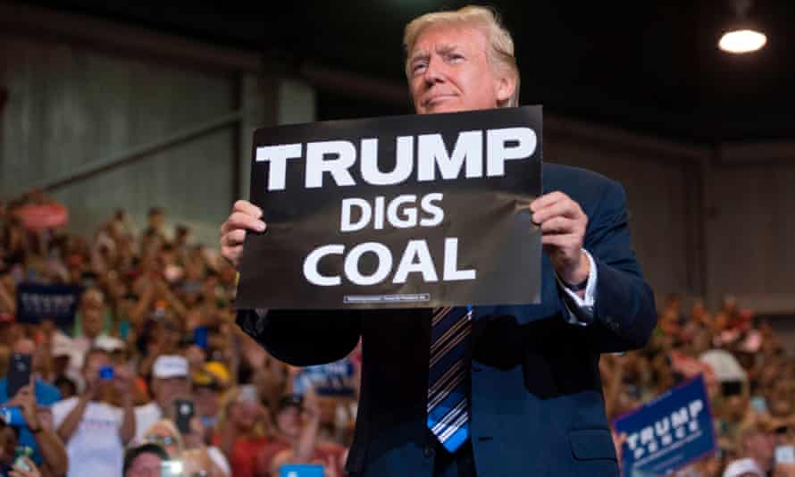 Donald Trump holds a rally in Huntington, West Virginia, in August 2017. More than 500 coal-generating units were retired between 2002 and 2016