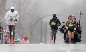 Yuki Kawauchi, right, of Japan, overtakes leader Geoffrey Kirui, left, of Kenya, after passing Edna Kiplagat, a women's runner also of Kenya, in the 122nd Boston Marathon on Monday.