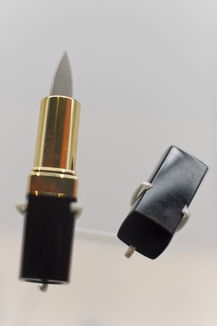 A blade concealed in a lipstick