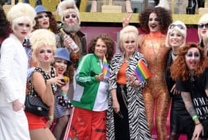Eddie and Patsy impersonators join the stars