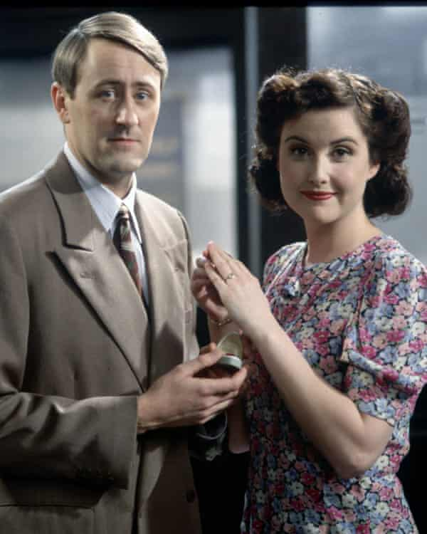 Nicholas Lyndhurst and Elizabeth Carling in Goodnight Sweetheart.