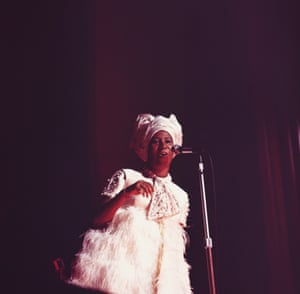 Aretha Franklin performs on stage at the Hammersmith Odeon in London, England in 1968