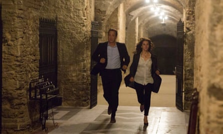 Robert Langdon (Tom Hanks) and Sienna (Felicity Jones) in the crypt of St Mark's Basilica in Inferno (2016).