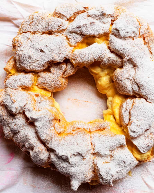 Magic circle: banana custard choux puff.