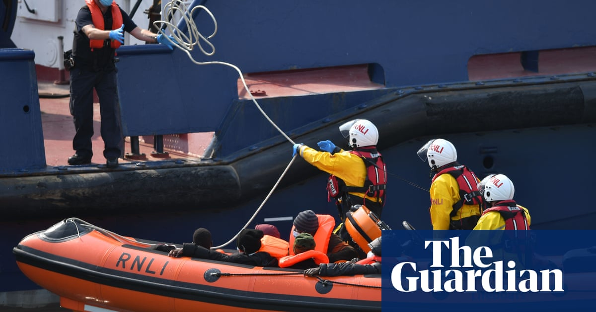 Donations to RNLI rise 3,000% after Farage's migrant criticism