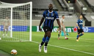 Romelu Lukaku celebrates after scoring Inter's fifth goal.