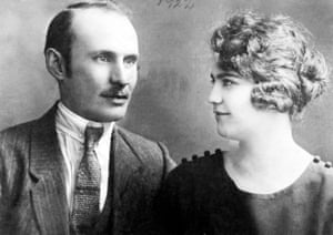 Gyula and Erszebet Keimovits, the author's great grandparents. His own parents took a DNA test to establish their genetic ancestry.