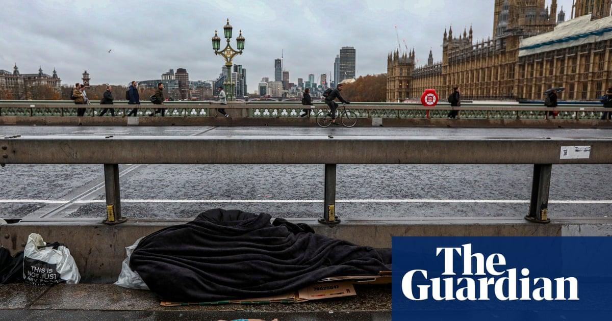 Migrerende, sluipslaper wat uitgesit word uit Londen-akkommodasie