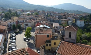 Roccasicura in Molise has 520 residents.