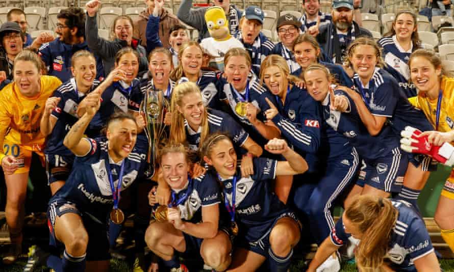 Melbourne Victory celebrate winning the 2021 W-League Grand Final.