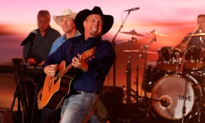 Garth Brooks plays on TV show Jimmy Kimmel Live on 15 November.