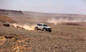 Harry Hunt and co-driver Andreas Schulz driving through the Gobi desert