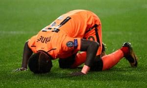 Sadio Mané celebrates scoring Liverpool's third goal against Porto.