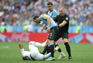 Referee Nestor Pitana stops Diego Godin confronting Kylian Mbappe.