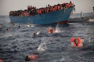 Migrants jump into sea from boat