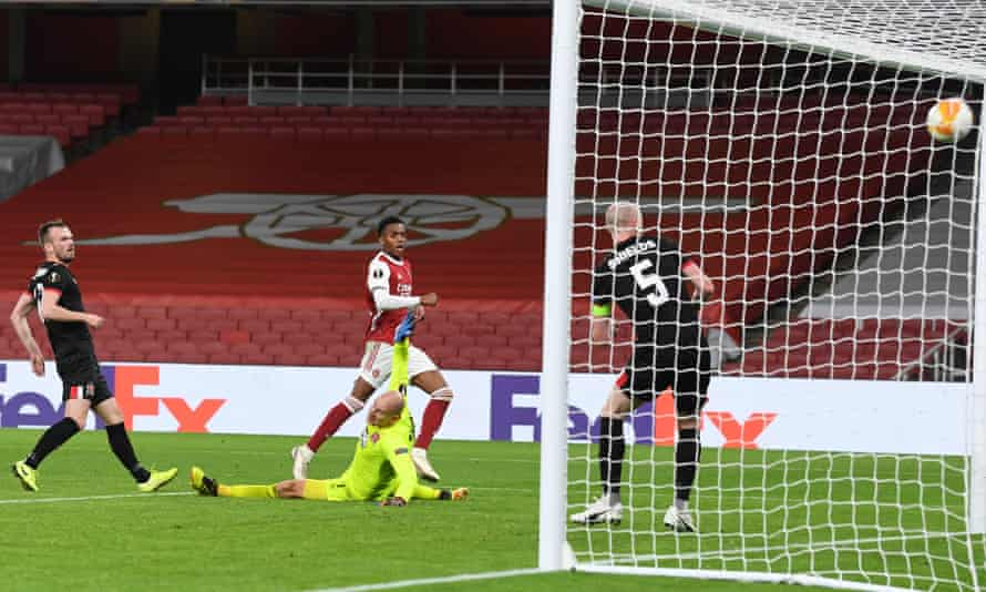 Joe Willock finds the back of the net.