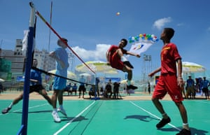 Le Thanh Tuan and Nguyen Anh Tuan of Vietnam, right, beat Mai Yutian and Gao Haoguang of China to win gold in the Men's Doubles Beach Shuttlecock Final Match at the 5th Asian Beach Games in Da Nang, Vietnam.