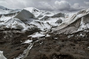The shrinkage of the Jianggendiru Glacier is down to climate change.