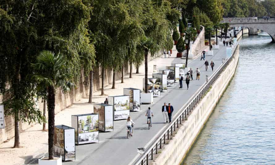 The right bank of the Seine river closed to traffic