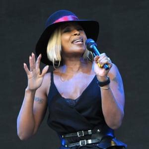 Mary J Blige at Glastonbury in 2015