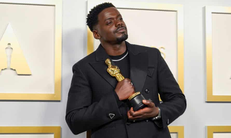 Daniel Kaluuya with his Oscar for best supporting actor