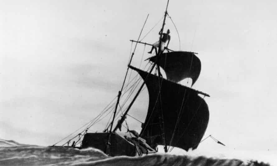 Norwegian anthropologist Thor Heyerdahl travelled across the Pacific on the balsa raft Kon-Tiki to prove that the Pacific must have been settled from the Americas.