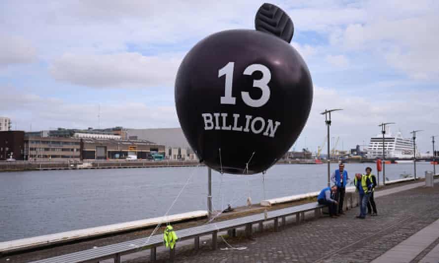 A balloon in Dublin highlights taxes owed by Apple