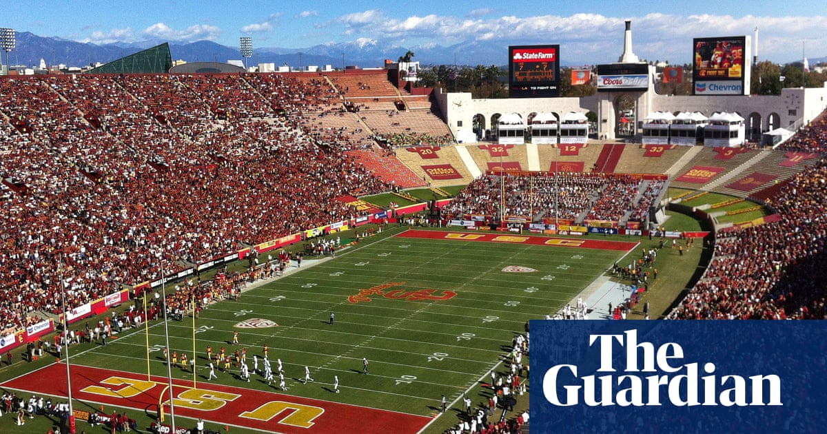 California passes bill that would allow college players to make money