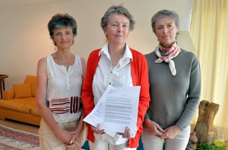 Louise Von Dardel, Matilda Von Dardel and Marie von Dardel-Dupuy in 2014 in Pully, Switzerland, with a letter asking the Russian president to open the archives to divulge Raoul Wallenberg's fate.