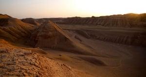 Descending towards the Kalut valleys of the western Dasht-e-Lut.